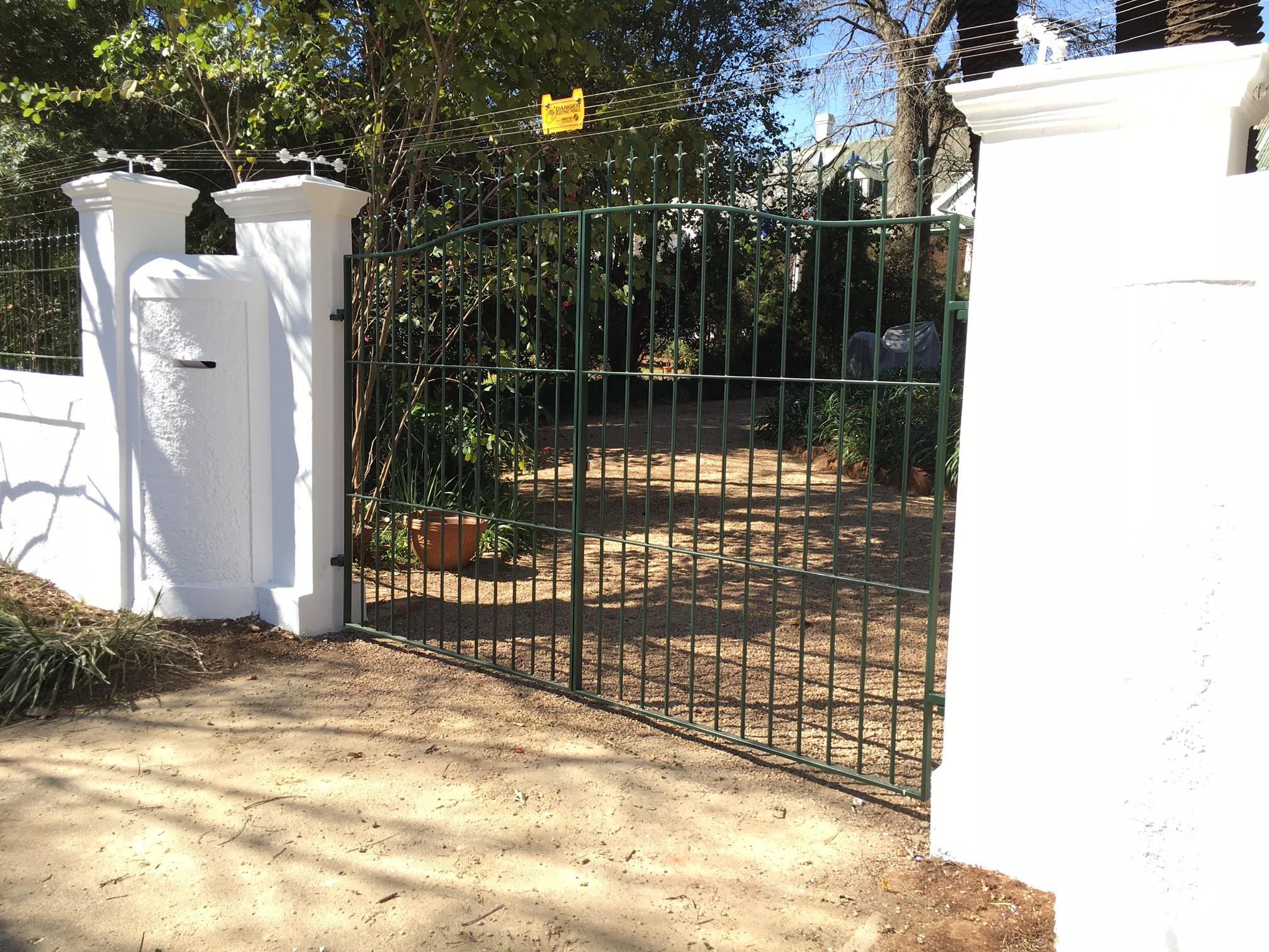Swing driveway gates 011