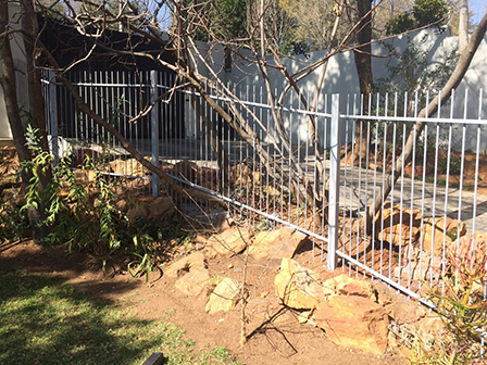 Palisade and steel fencing 019