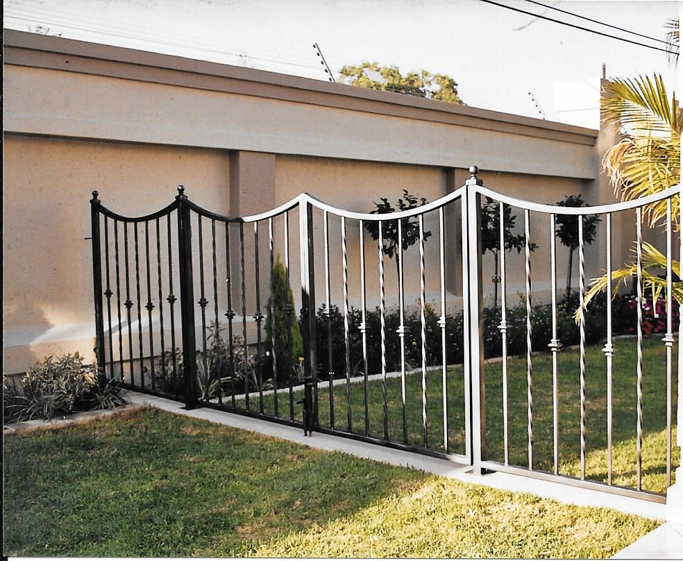 Palisade and steel fencing 021