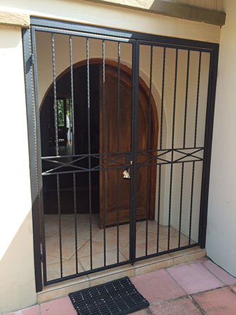 Security gates 082