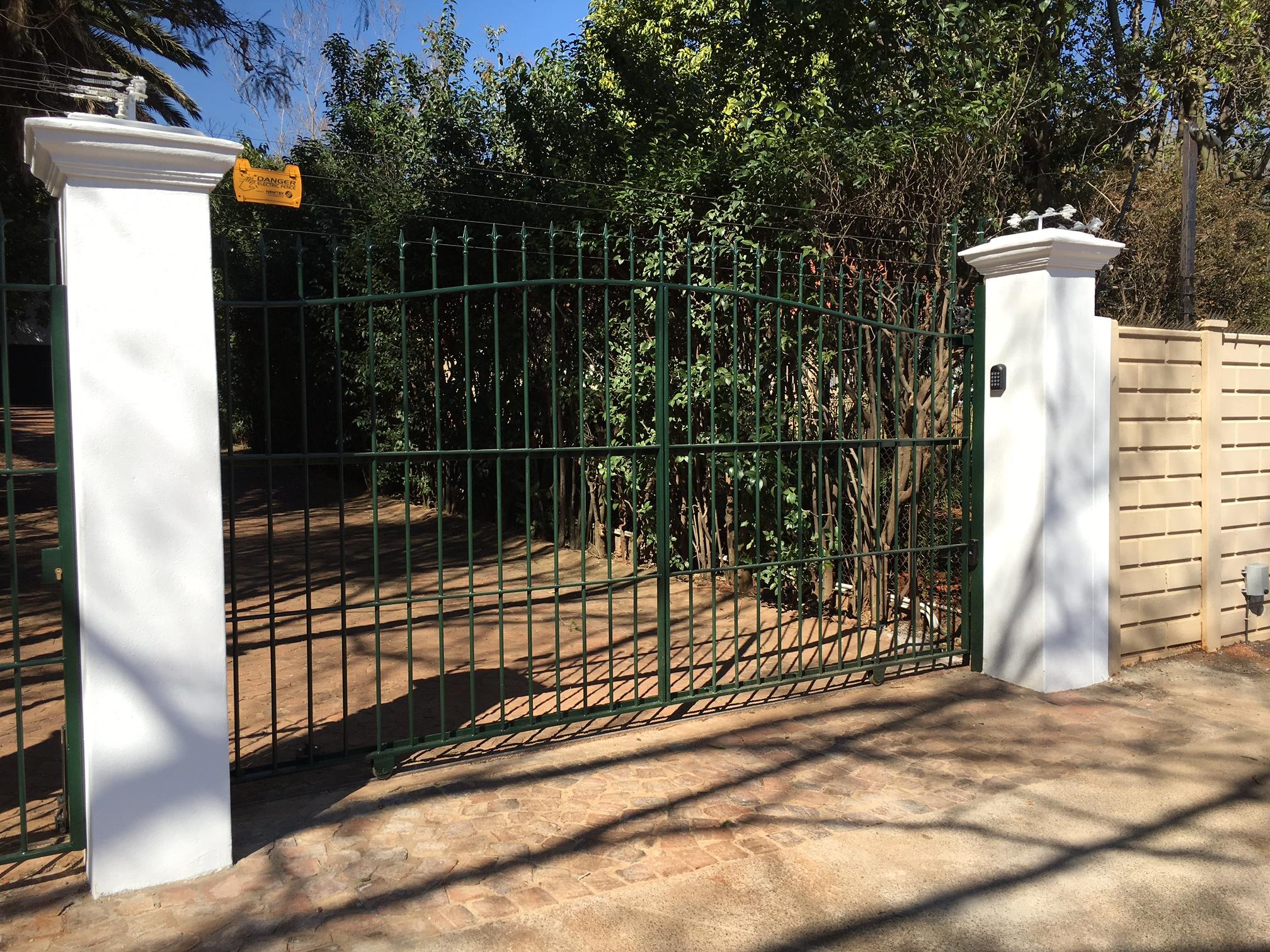 Sliding driveway gates 031