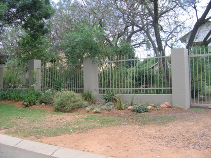 Palisade and steel fencing 013