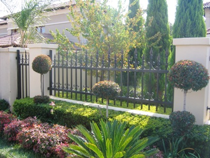 Palisade and steel fencing 017