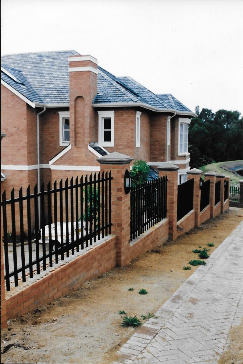 Palisade and steel fencing 023