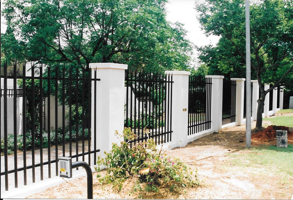 Palisade and steel fencing 026